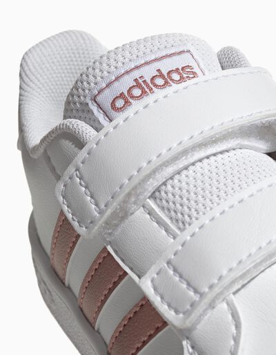 Sapatilhas Adidas Gr Court I com listas em dourado
