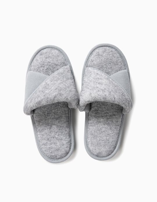 Bedroom slippers with twisted strap