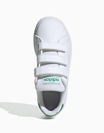 Sapatilha Adidas Advantage com velcro duplo e pormenor de listas perfuradas