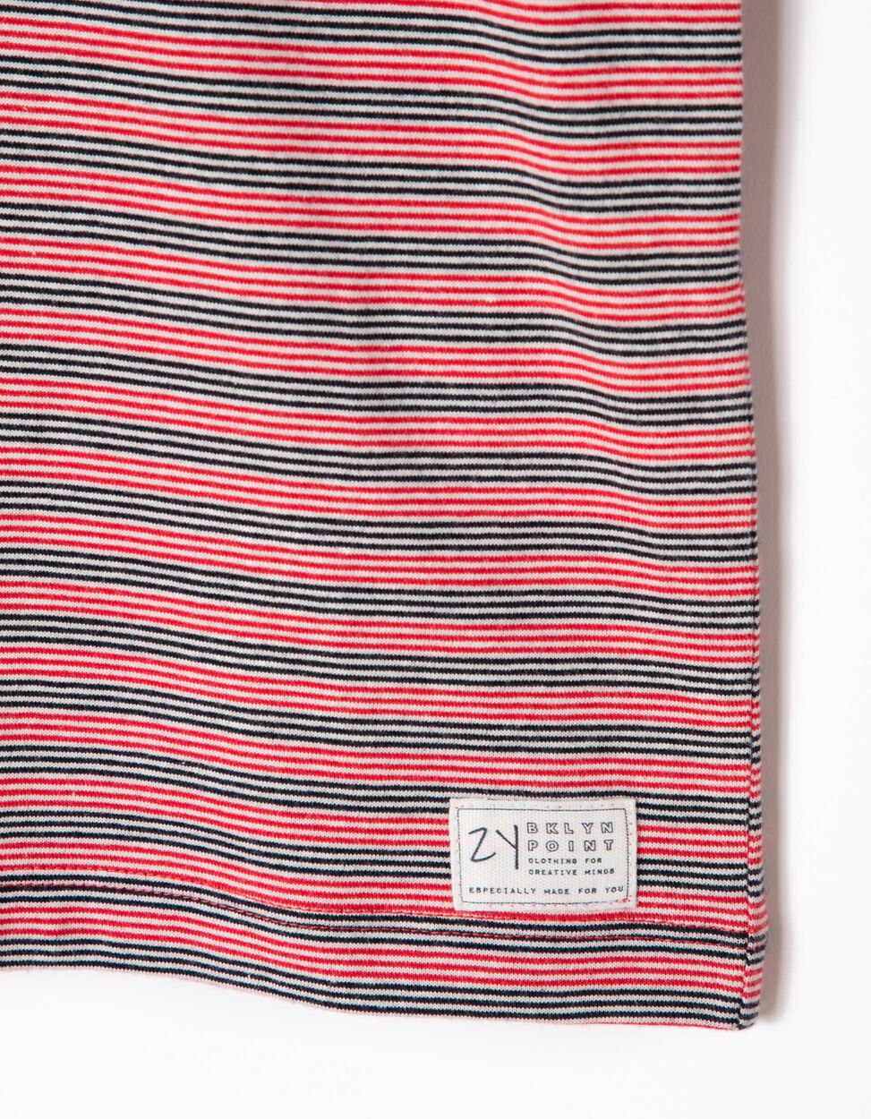 T-shirt Riscas e Folhos