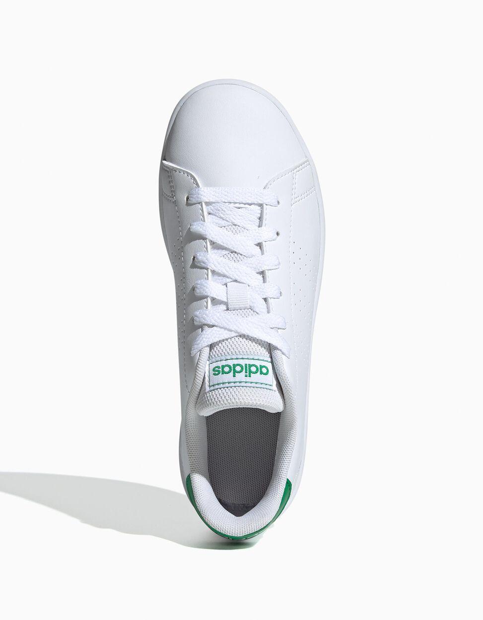 Sapatilha Adidas Advantage com listas perfuradas